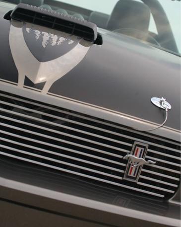 05-09 Ford Mustang Emblem Kühlergrill