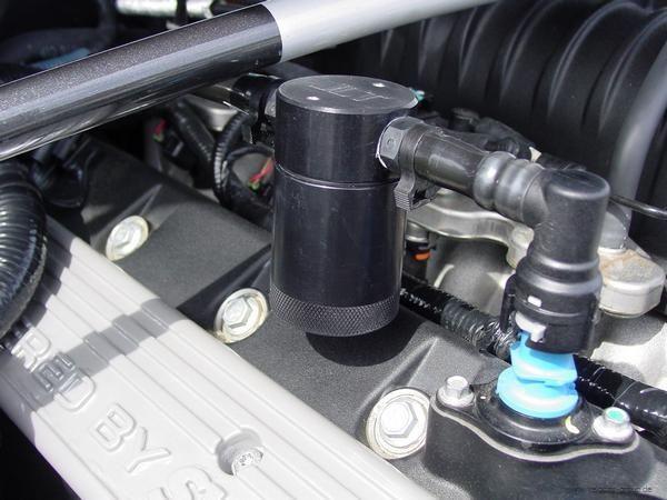 07-14 GT500 JLT Ölabscheider Beifahrerseite schwarz