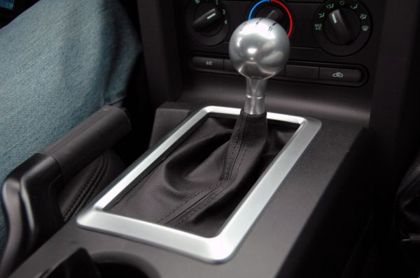 05-09 Ford OEM Bullitt Schaltsack mit Rahmen