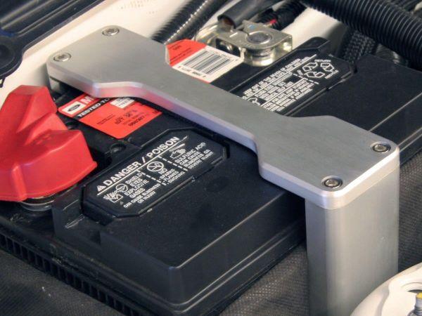 05-14 Ford Mustang Bügel für Batteriehalterung