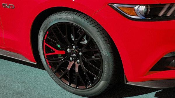 15-19 Ford Mustang  Aufkleber für Performance Pack Felgen - Rot